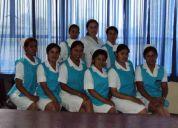 Enfermeras cuidan pacientes de geriatria a domicilio con plena dedicacion / esmero