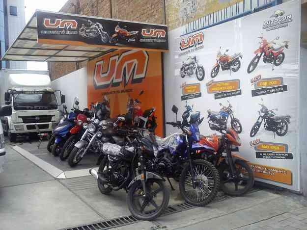 UM MOTOS EN HUANCAYO