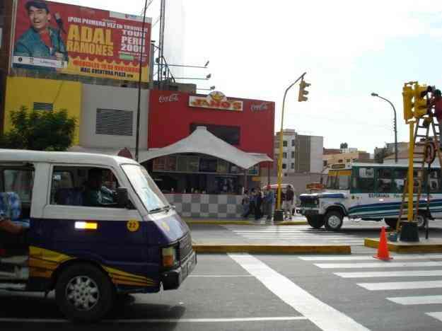 Alquilo local comercial mas oficinas en la zona altamente for Local en centro comercial madrid