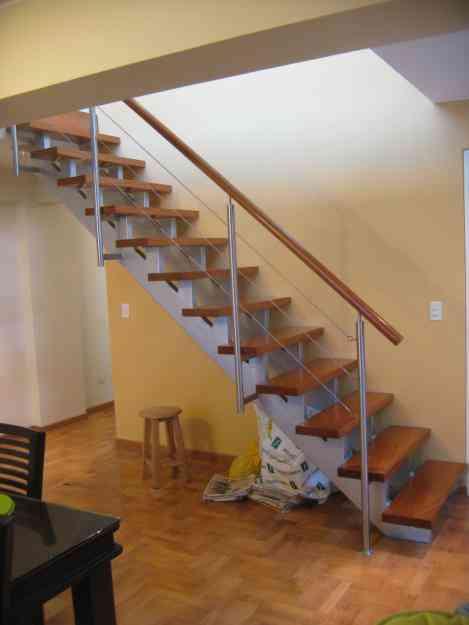 Escaleras metalicas barandas metalicas en acero for Barandas de madera para escaleras interiores