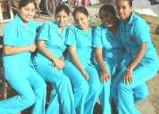 Enfermeras geriatras especializadas en cuidados de pacientes   a domicilio con plena dedic