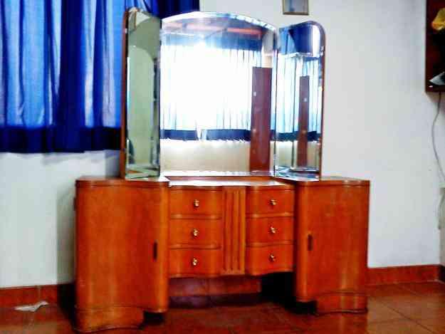 Vendo fino tocador de madera de triple espejo con acabados for Vendo bar de madera