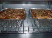 Pastas pizzas delivery. les brinda lasgñas lista para servir.