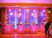 Fondos expectaculares con mesas iluminadas