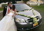 Alquiler de elegante auto para novios y eventos en lima