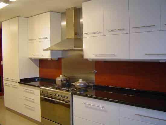 Muebles cocinas y closets de melamina instalacion pisos for Techos para cocinas