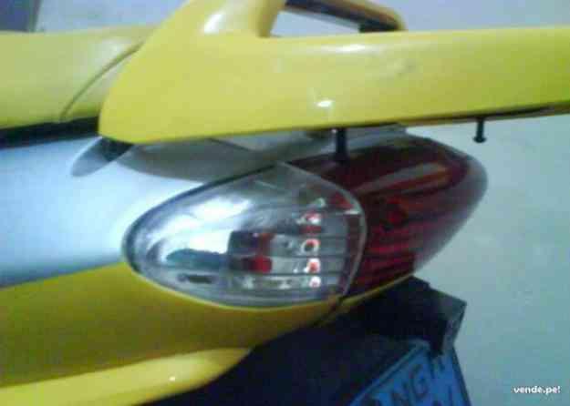 Remato mi moto italika automatica ds 150 gt S/. 2,000