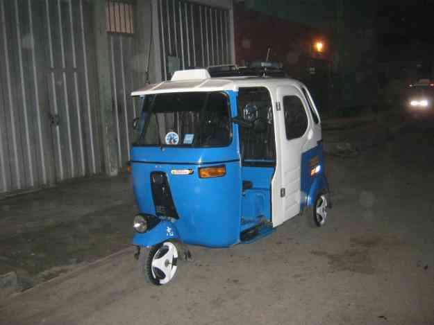 Vendo mototaxi de 2 tiempos de techo de fifra de vidrio color azul S/. 7,000