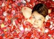 Comience un año nuevo limpiando su aura con el baño de florecimiento para la salud, dinero