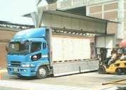 Transporte de carga pesada con furgones ala de gaviota y gps integrado