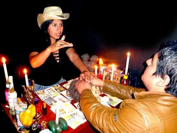 experta en amarres de amor y lectura del tarot maestra JUDITH MORI MACUMBERA NEGRA
