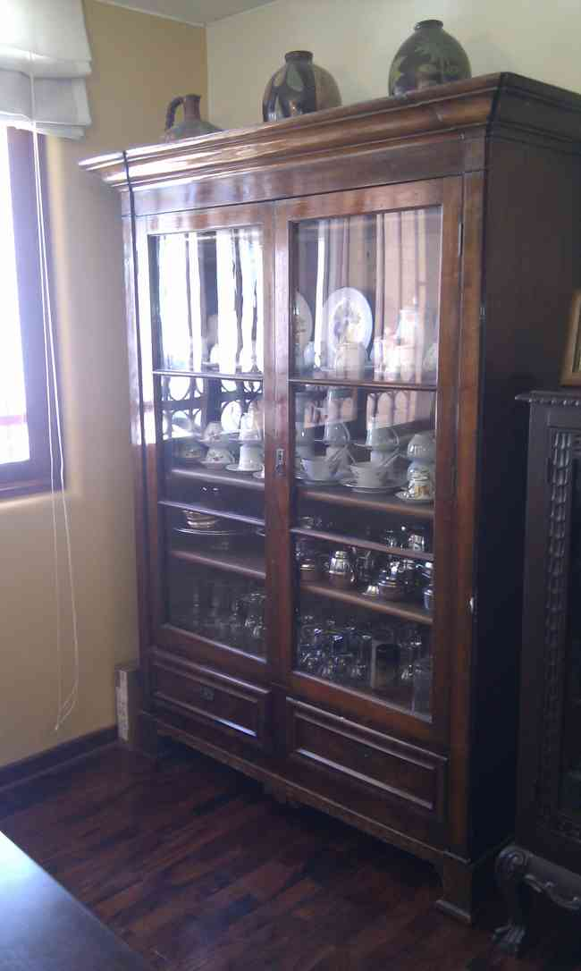 Vendo mueble antiguo de comedor en madera pino bien for Vendo muebles jardin