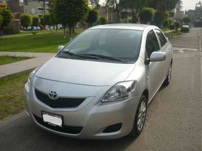 Toyota yaris 2010 version full $ 12,900 USD