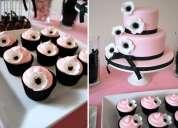 Mesa de dulces para bodas  y decoracion con pompones